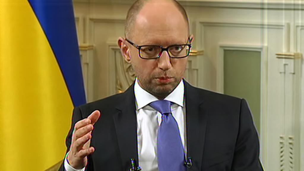 Arsenij Jaceňuk na brífinku ke vstupu ruského konvoje na ukrajinské území