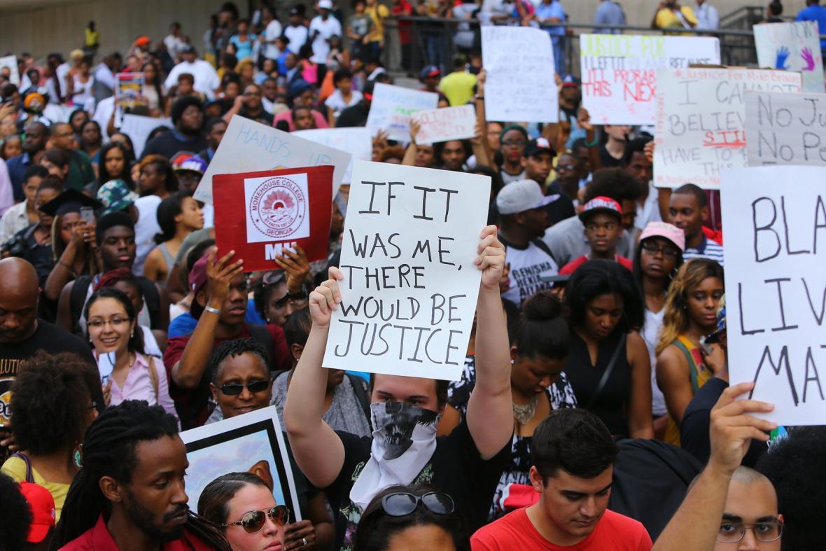 Protesty proti střelbě ve Fergusonu