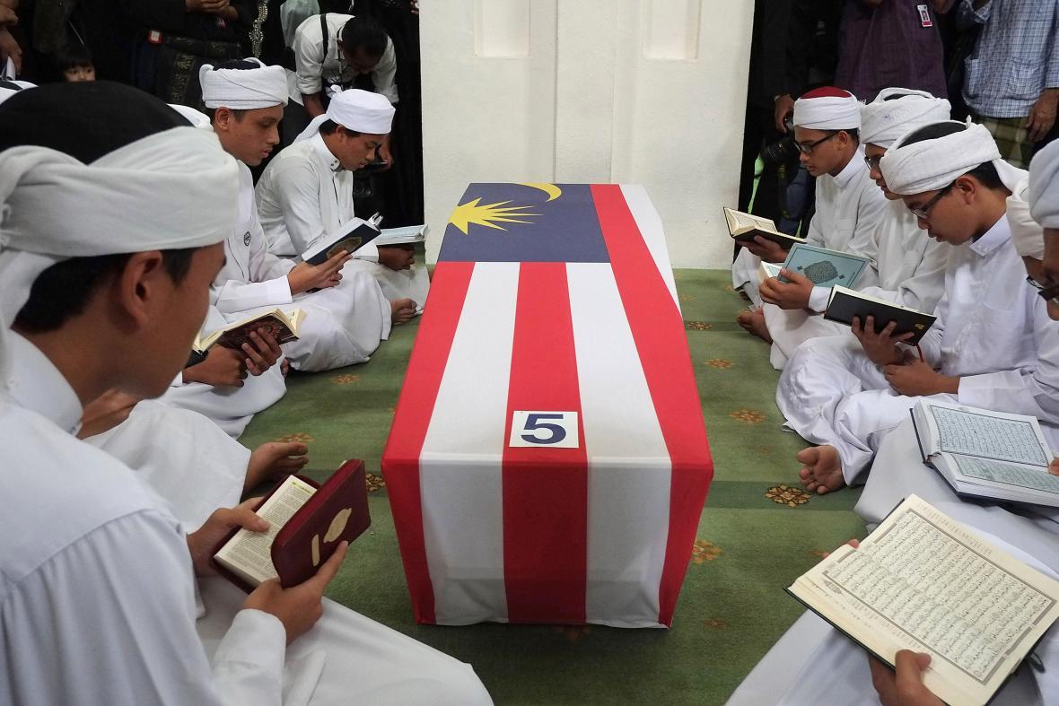 Do Malajsie dorazila první těla