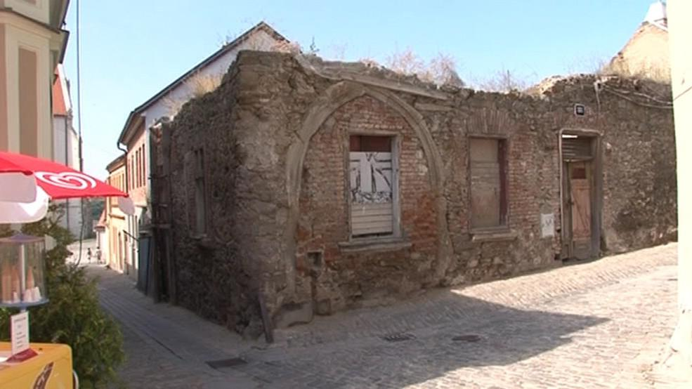 Zchátralý gotický dům v centru Znojma