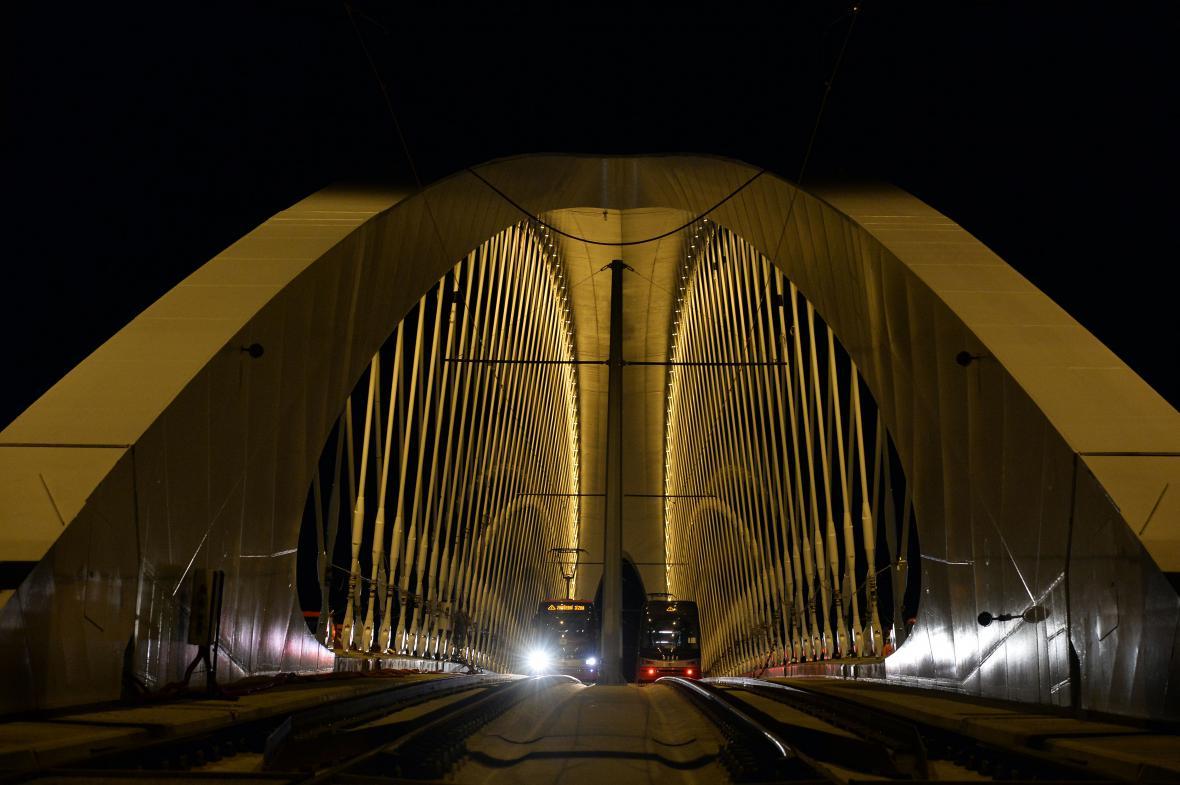 Zátěžová zkouška Trojského mostu
