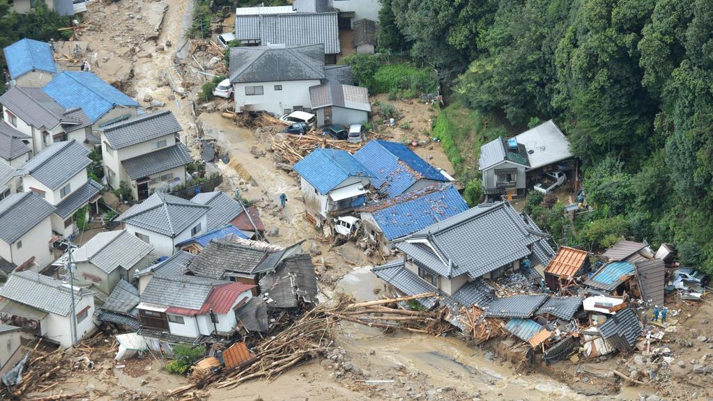 Nánosy půdy si razily cestu zabydlenou čtvrtí Hirošimy