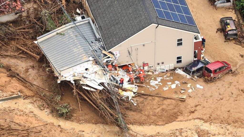 Předměstí Hirošimy postihl rozsáhlý sesuv půdy