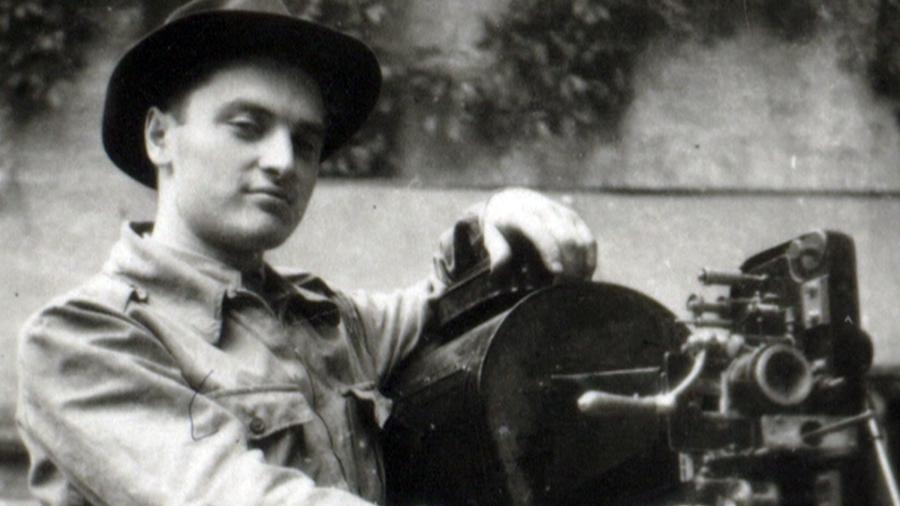 Miroslav Čvančara s promítačkou