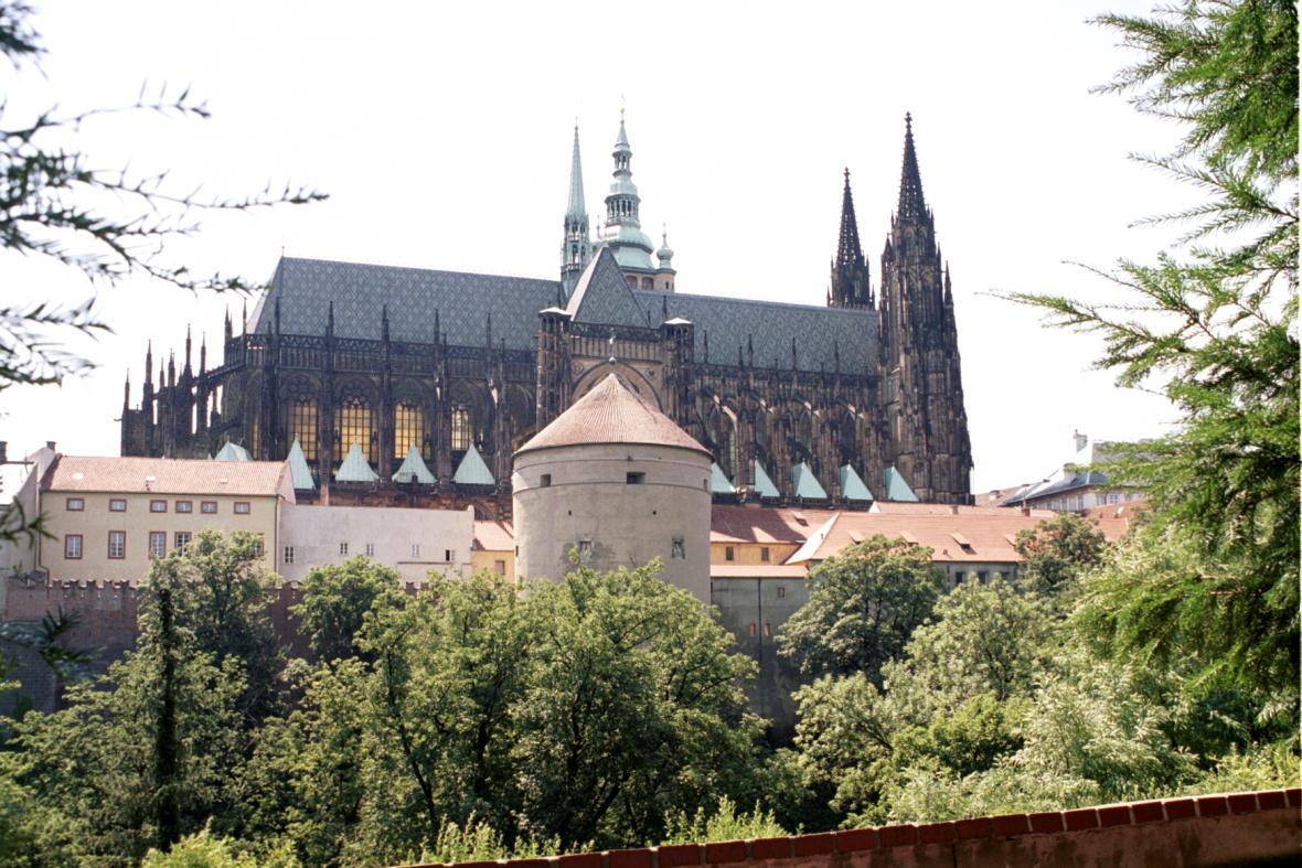 Pražský hrad, v popředí věž Mihulka