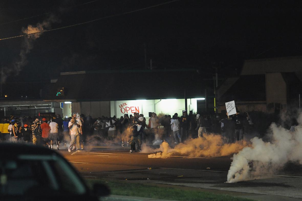 Pouliční demonstrace ve čtvrti Ferguson