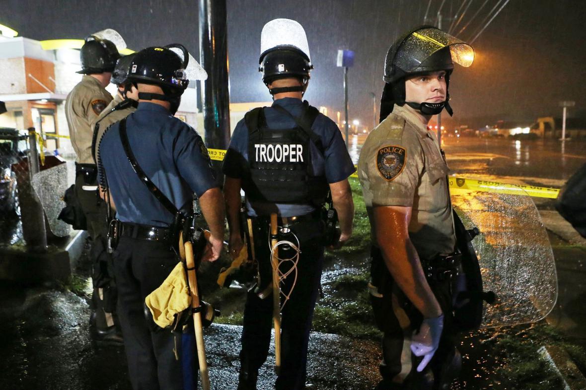 Policie zasahuje ve čtvrti Ferguson