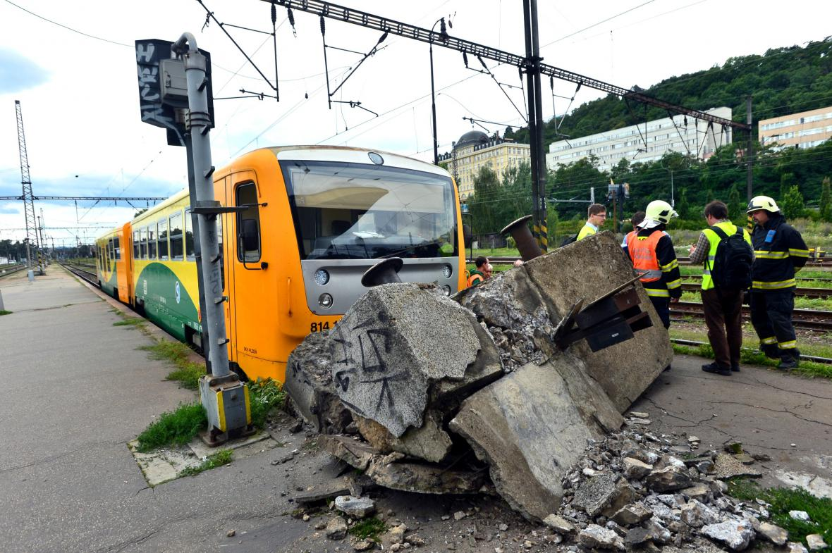 Na Smíchovském nádraží vykolejil vlak