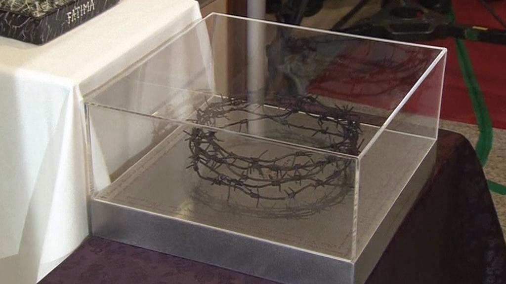 Trnová koruna z korejského ostnatého drátu pro papeže Františka