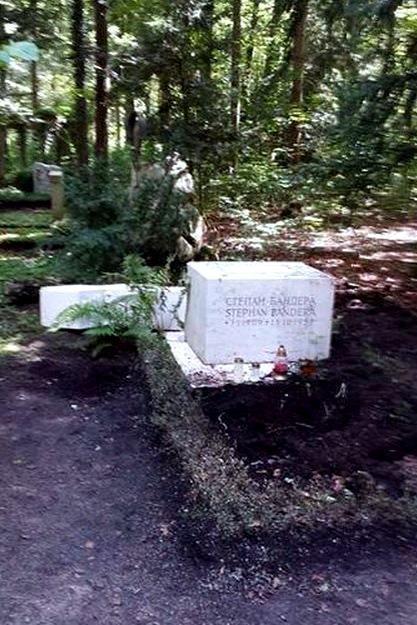 Poškozený hrob Stepana Bandery