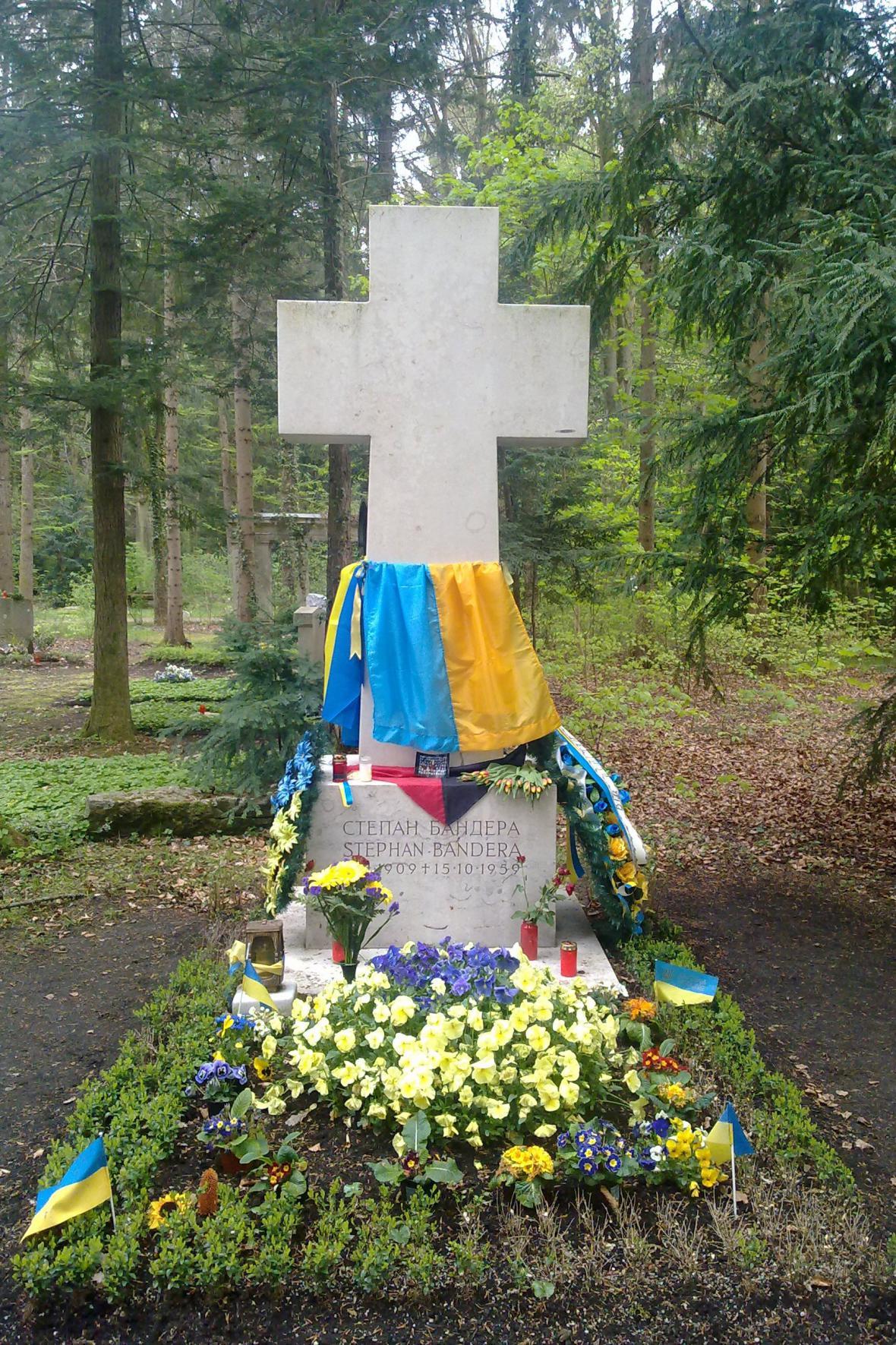 Hrob Stepana Bandery v dubnu 2014