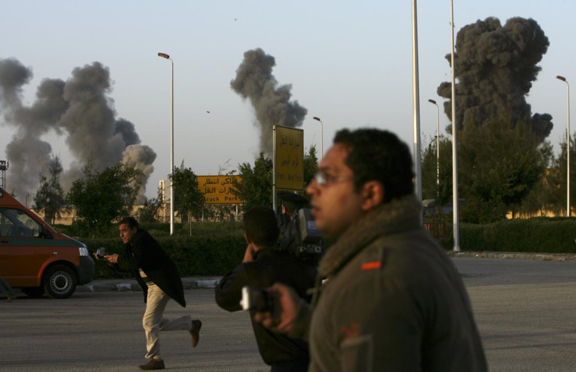 Gaza: Prchající novináři