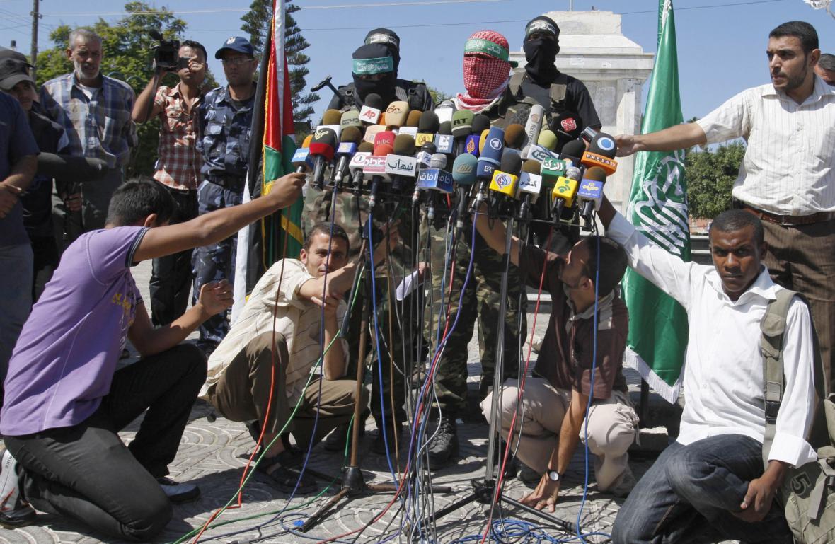 Novináři s představiteli hnutí Hamas