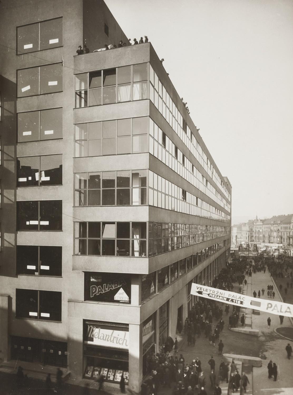 Veletržní palác během veletrhu (30. léta)