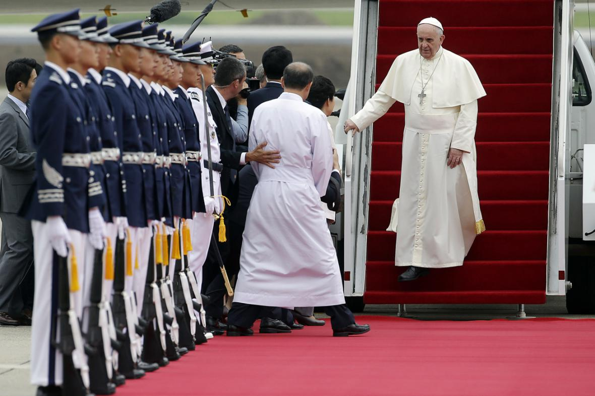 Papež František zahajuje návštěvu Jižní Koreje