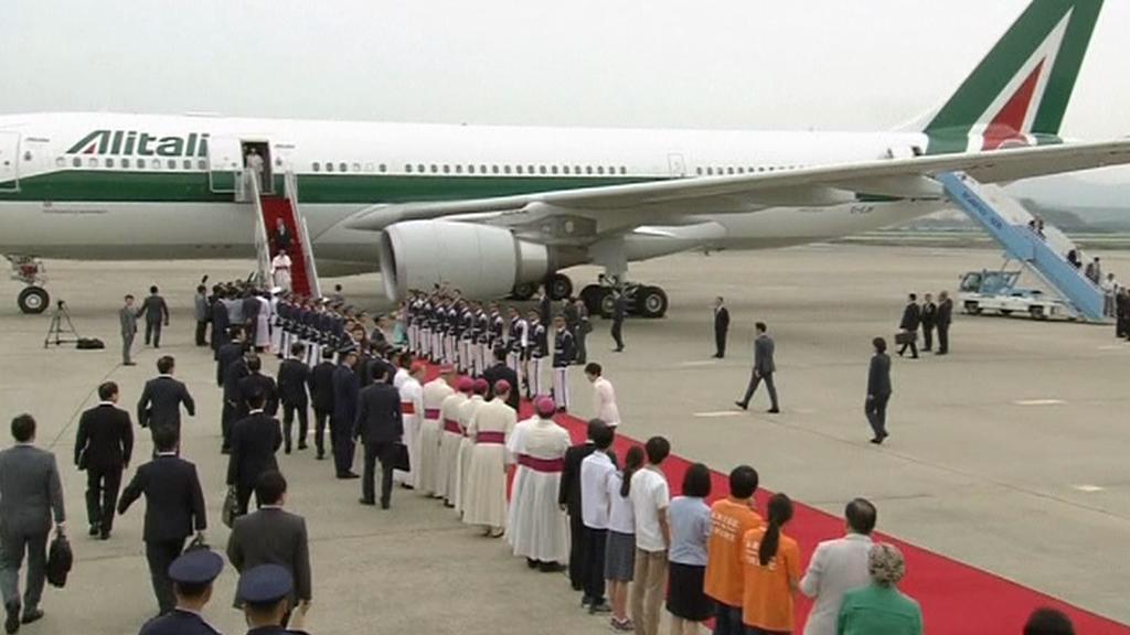 Papež František přistál v Soulu