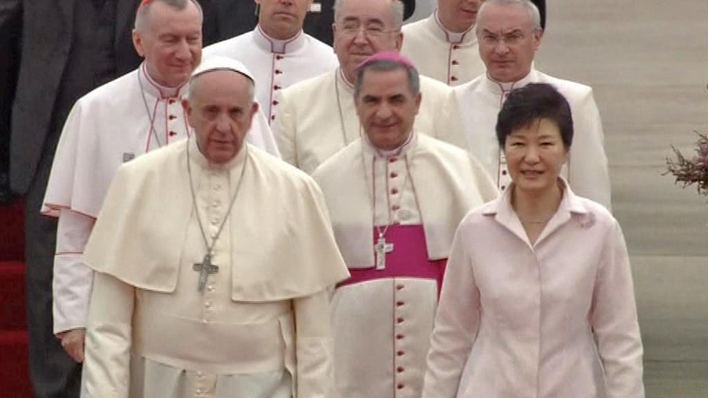 Papeže Františka přivítala prezidentka Pak Kun-hje