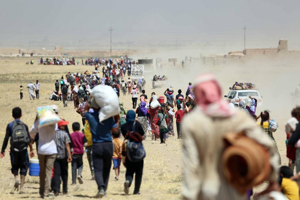 Konvoj jezídů chráněný kurdskými jednotkami