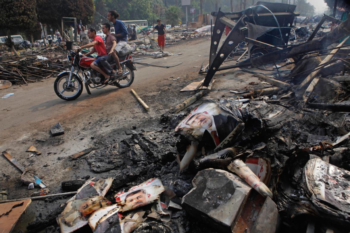 Káhira se vzpamatovává ze středečního krveprolití