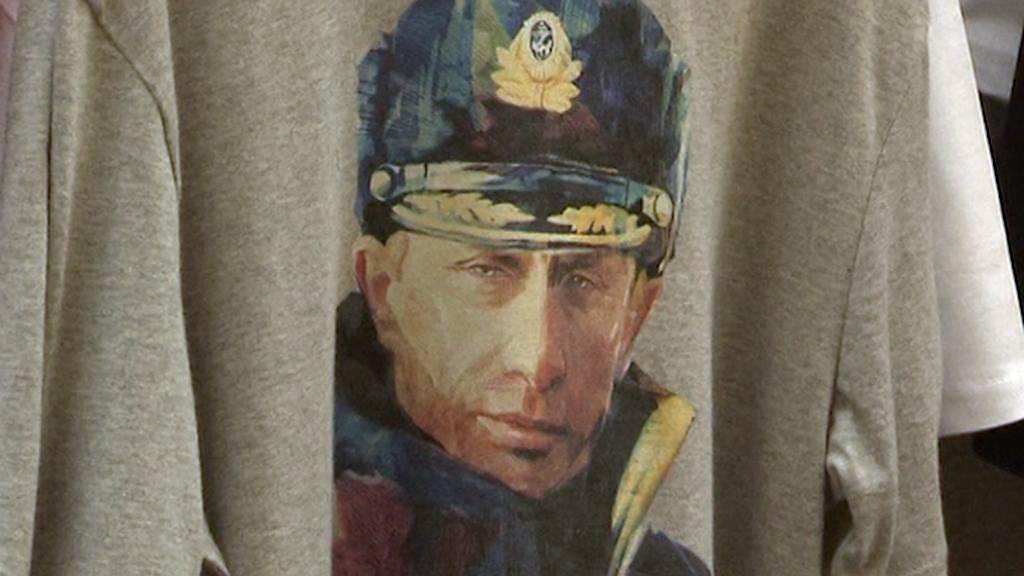 Vladimir Putin jako vojevůdce na tričku