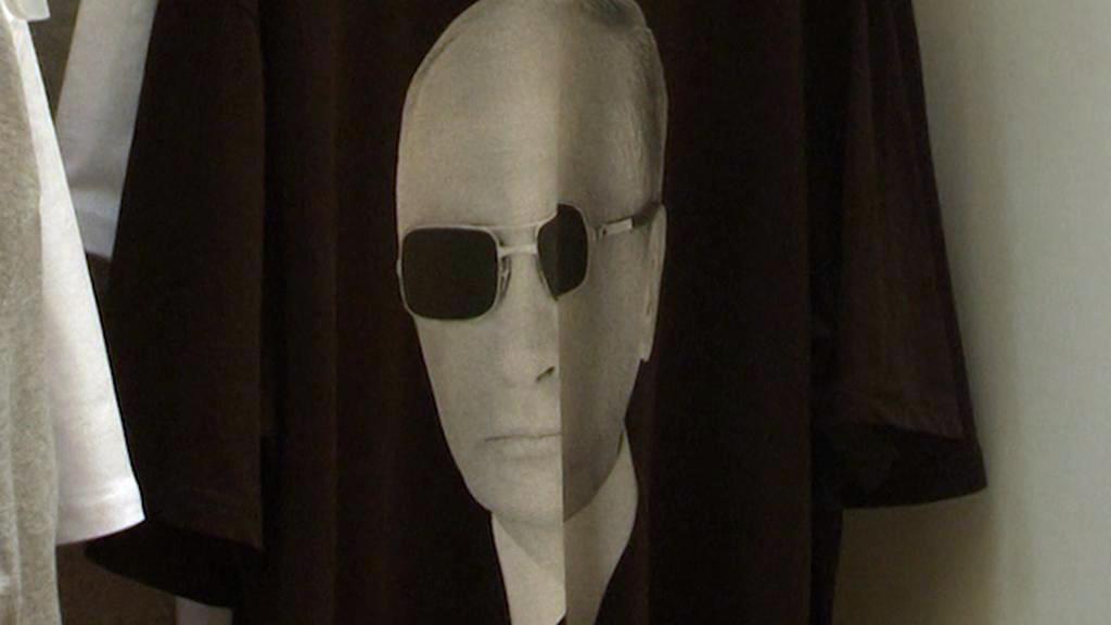 Vladimir Putin jako agent na tričku