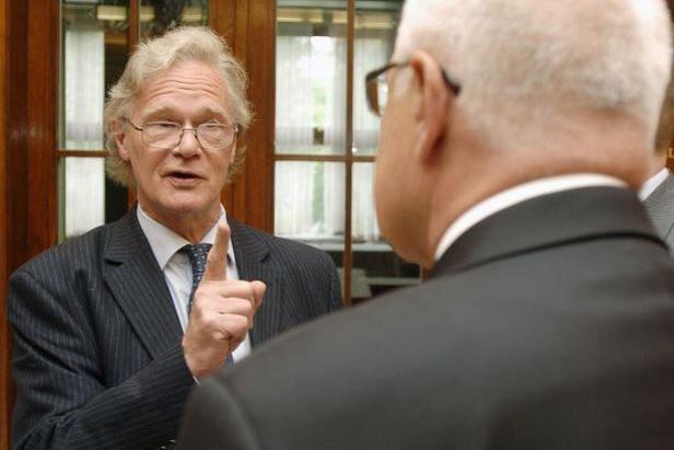 Britský novinář Christopher Booker (vlevo)
