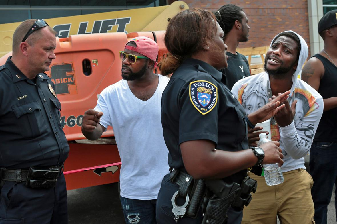 Po smrti Michaela Browna vypukly v St. Louis nepokoje