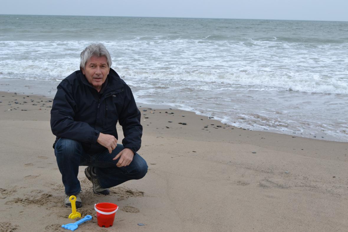 Petr Voldán na pláži. Pracovně!