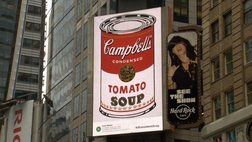 Výstava s názvem Umění všude na newyorském Times Square