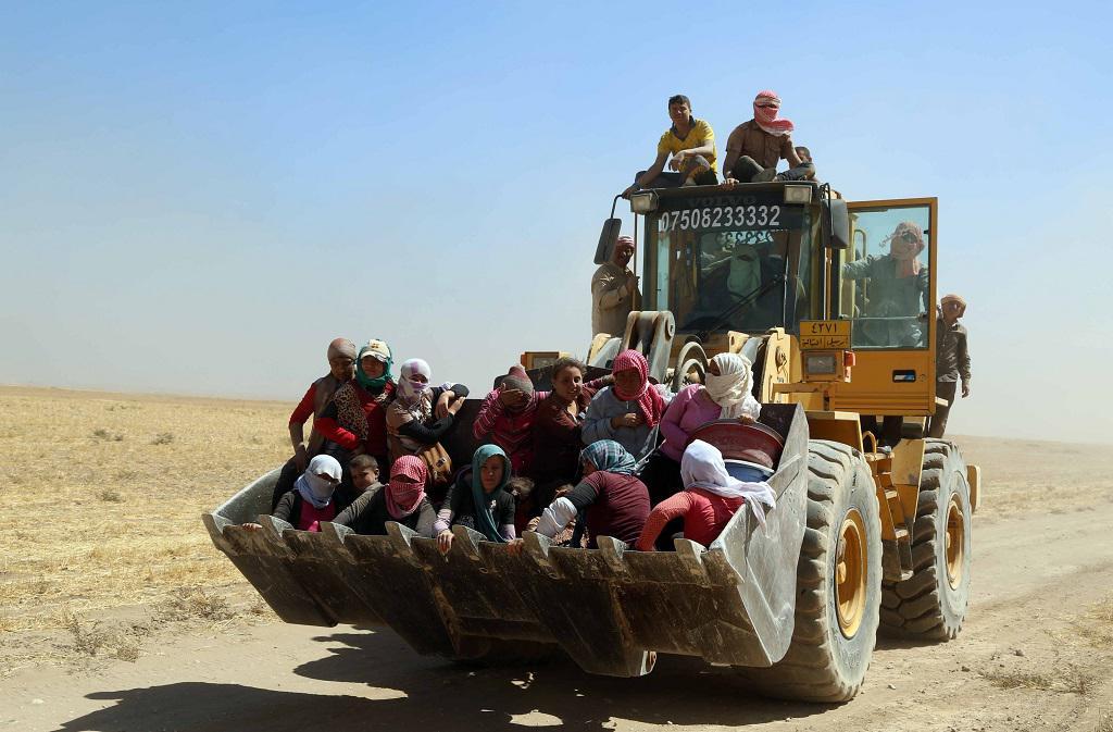Pešmergové odvážejí jezídy pryč z míst největšího ohrožení