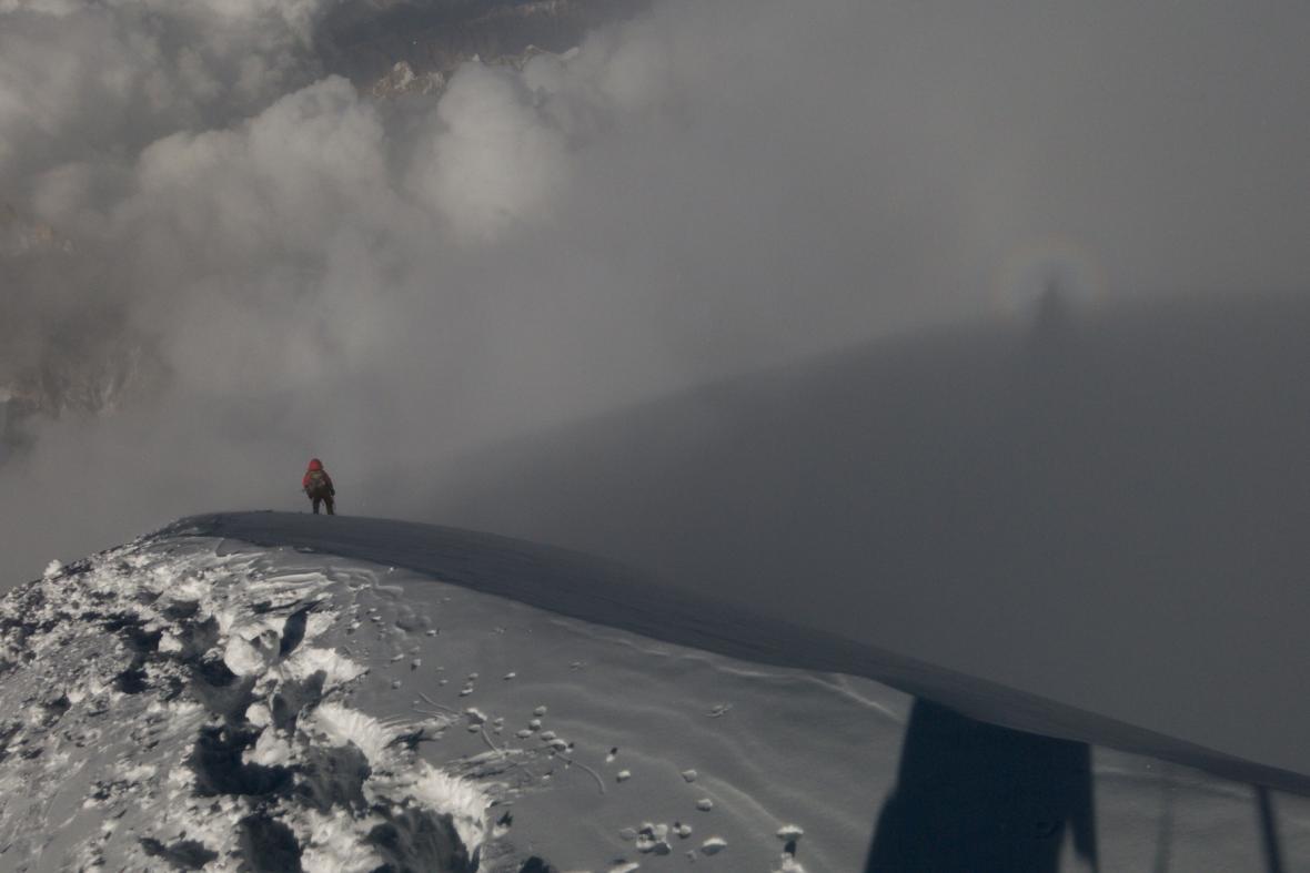 Vrchol K2 - Radek Jaroš schází z vrcholu K2