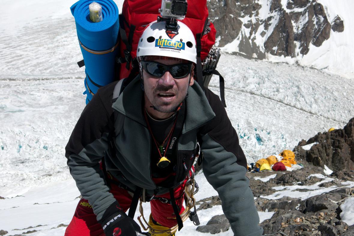 Expedice K2 - Petr Mašek při výstupu