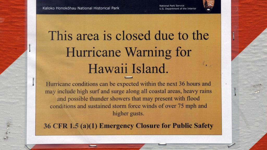 Podobná oznámení visí na mnoha místech ostrova Havaj