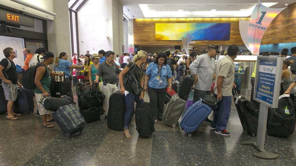 Odjezdové terminály letišť se zaplňují