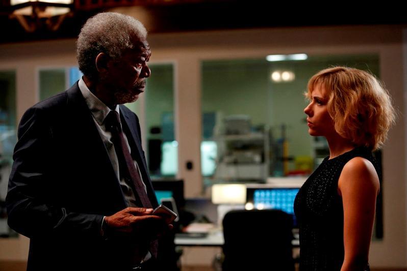 Morgan Freeman a Scarlett Johansson / Lucy