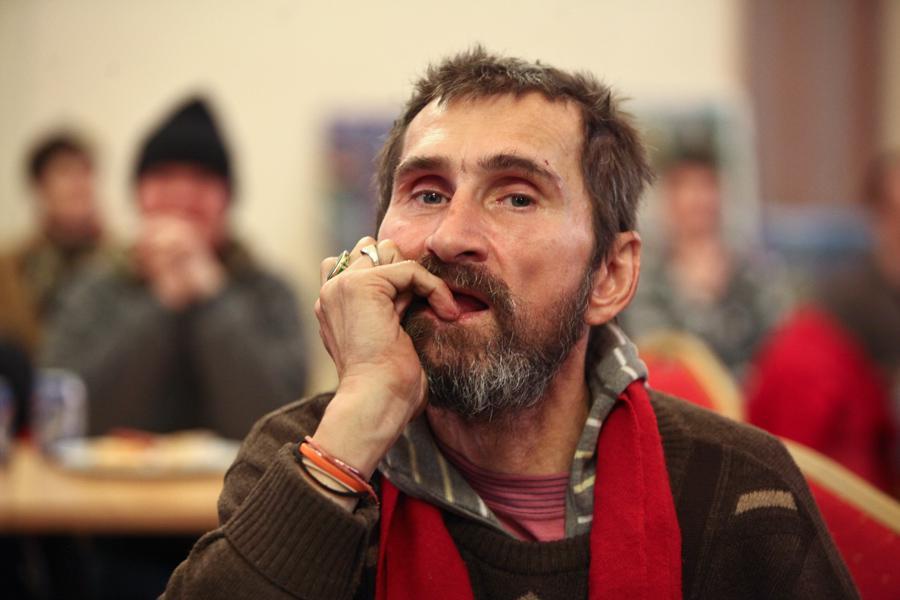 Divadelní představení lidí bez domova na hlavním nádraží v Praze (13.12.2013)