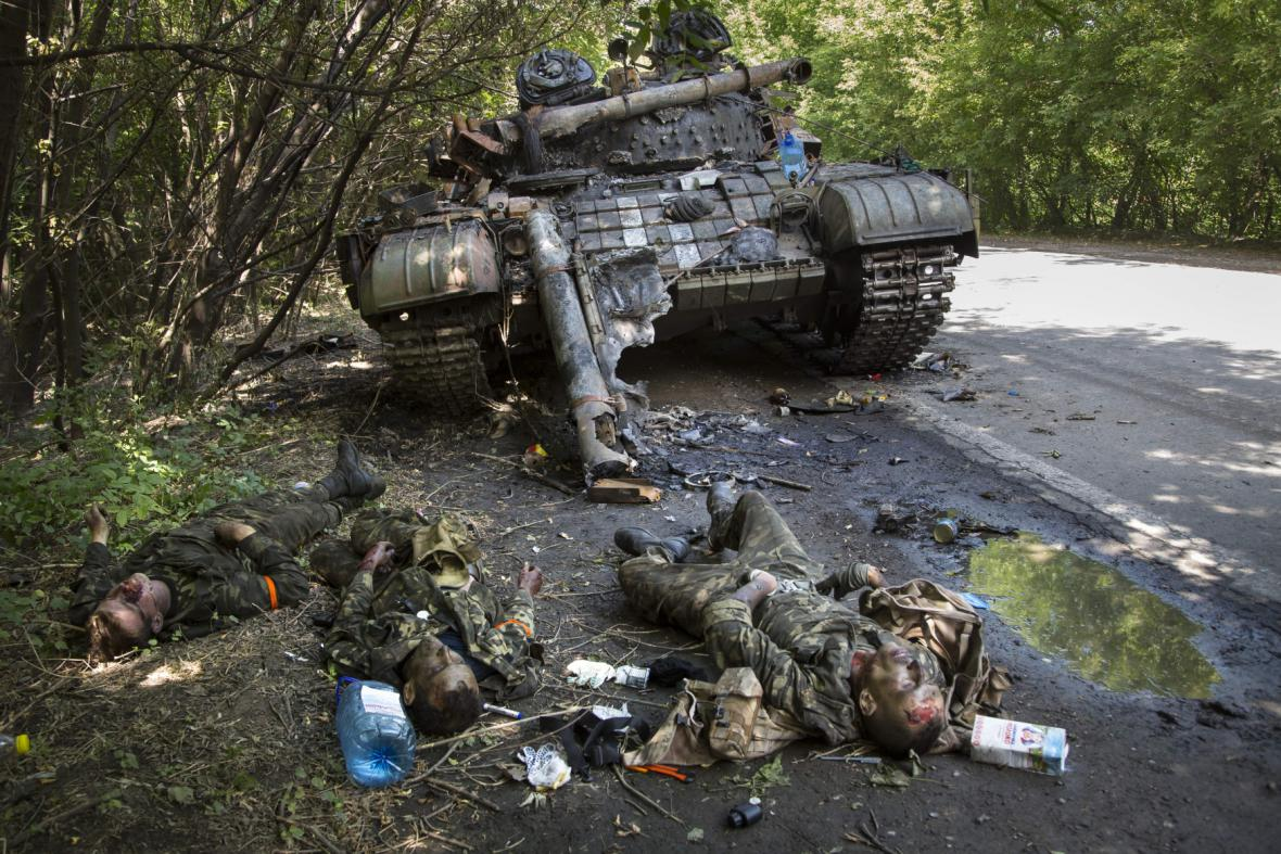 Padlí vojáci ukrajinské armády v oblasti Doněcka