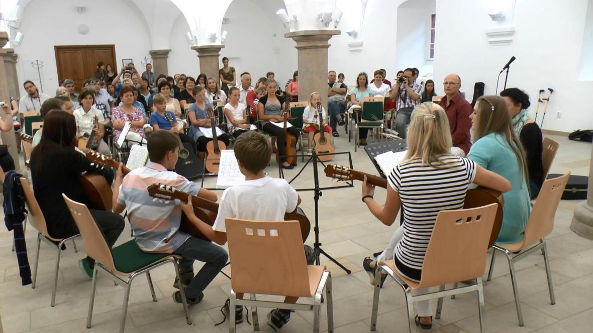 Prázdninová kytarová škola v Jilemnici