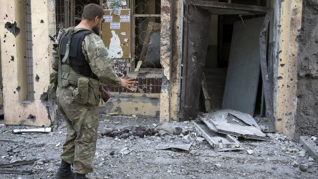 Obhlídka zničených objektů v Doněcku