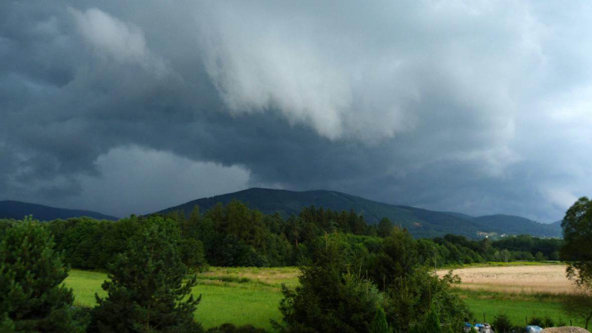 Javorový vrch v bouřce (Třinec, Oldřichovice)