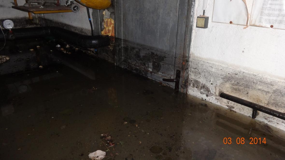 Vyplavený zimní stadion v Rosicích