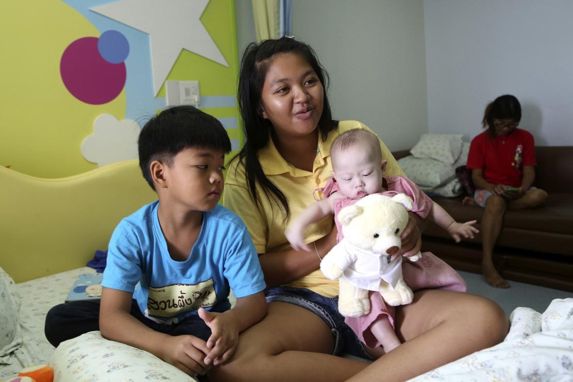 Thajka s postiženým synem