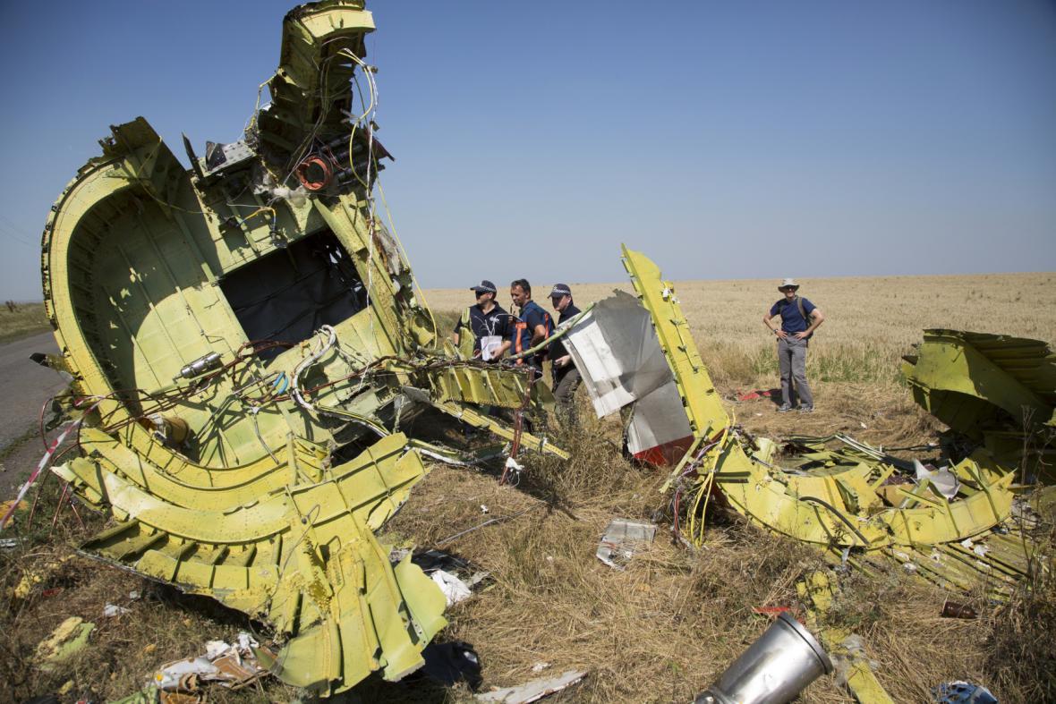 Experti z Austrálie a Nizozemska na místě zřícení malajsijského letadla