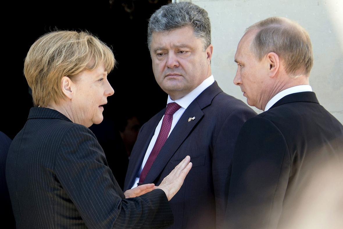 Angela Merkelová, Petro Porošenko a Vladimir Putin