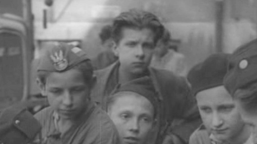 15letý Aleksandr Zubek (nahoře) v roce 1944
