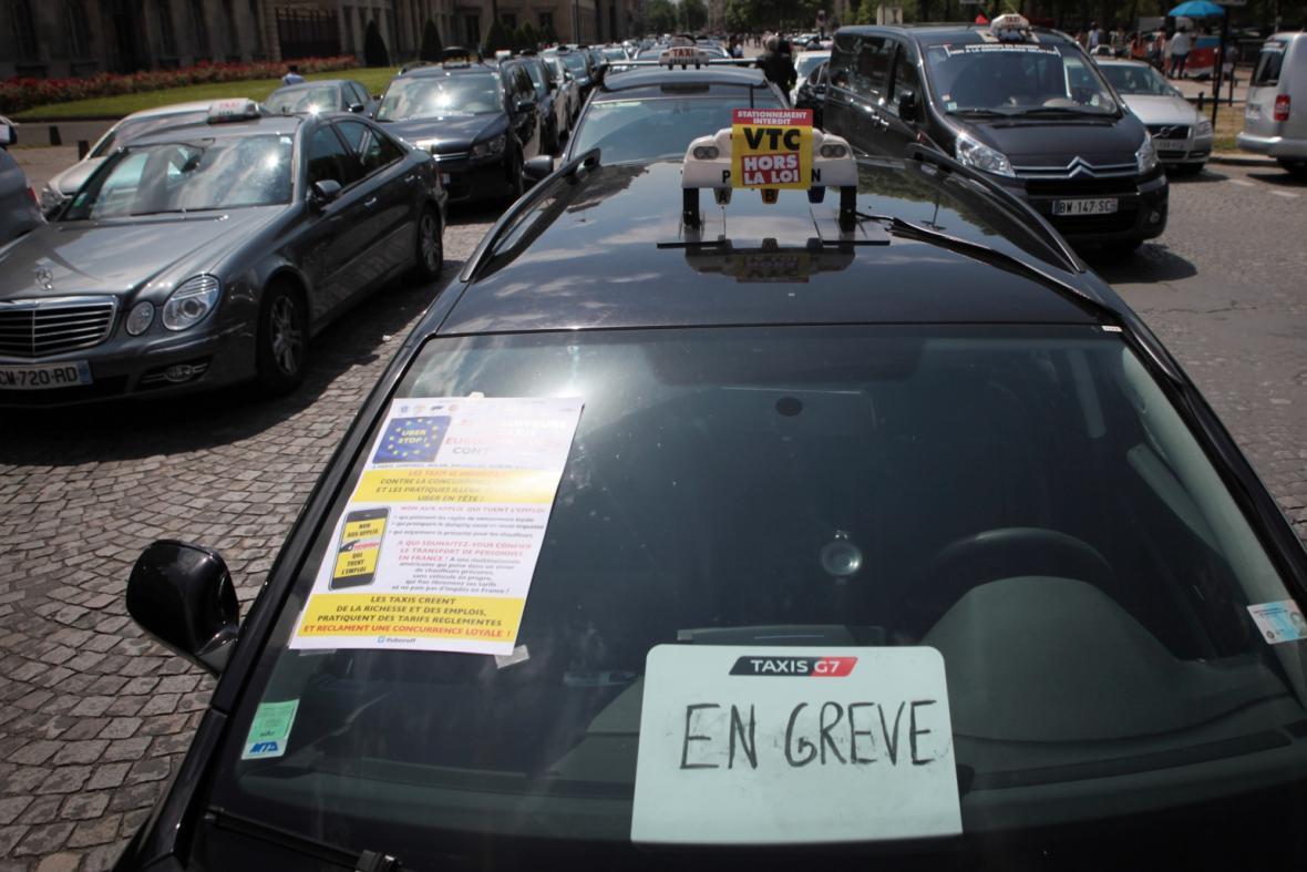 Stávka taxikářů v Paříži