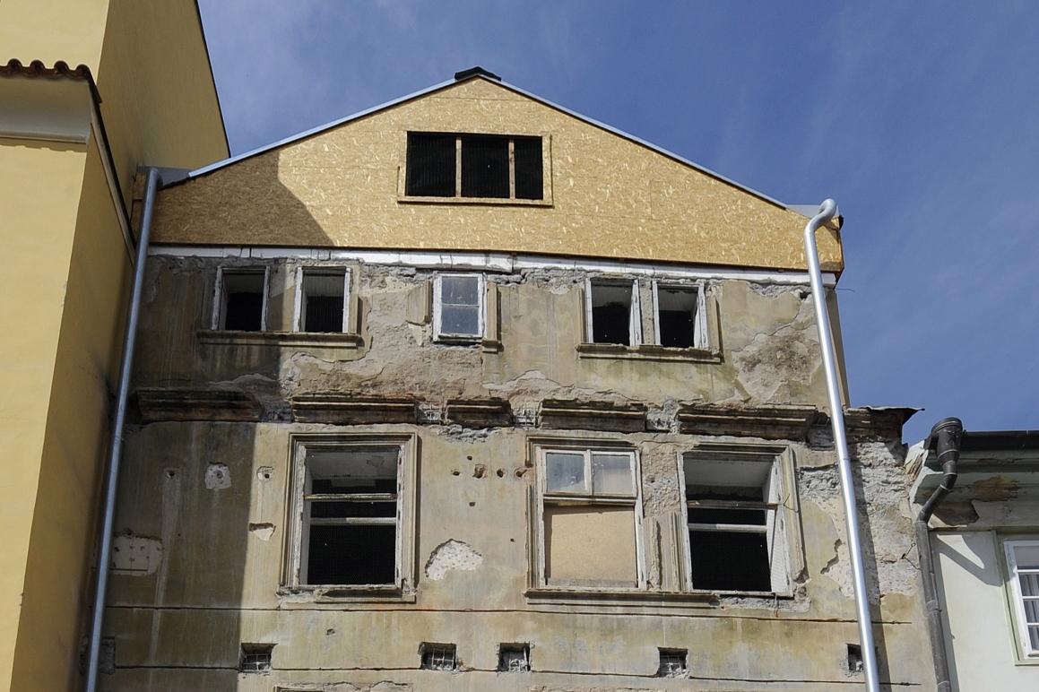 Poškozený dům U Tří andělů
