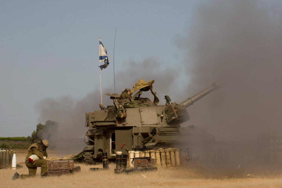 Houfnice izraelské armády na hranicích s Gazou