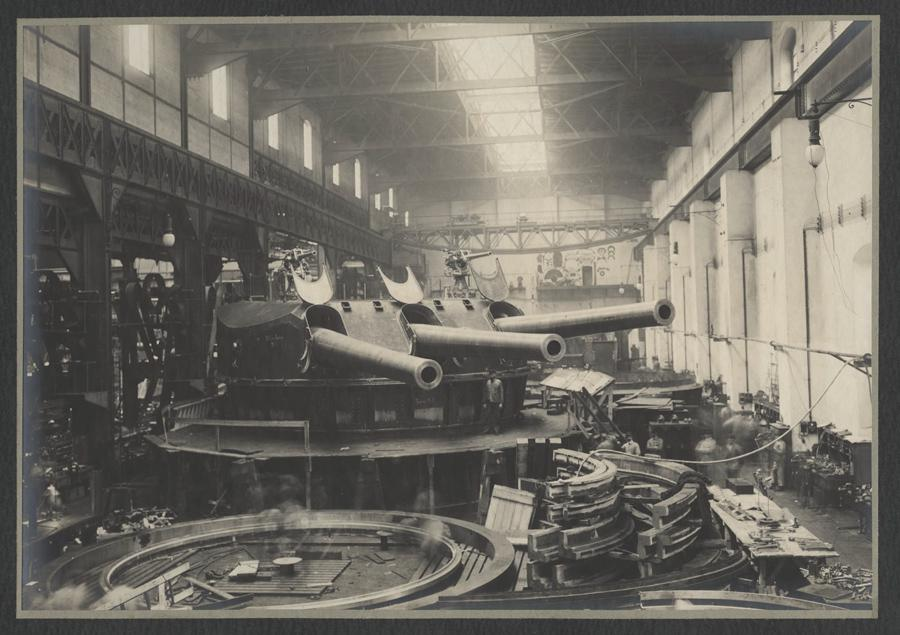 Výroba dělových věží ve Škodových závodech v  Plzni