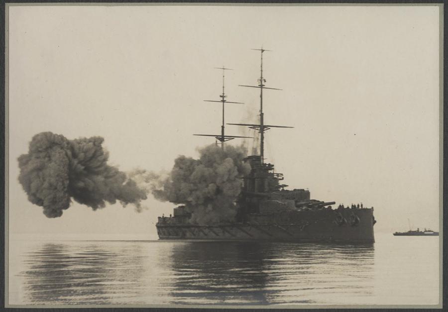 Boční salva bitevní lodi Viribus Unitis